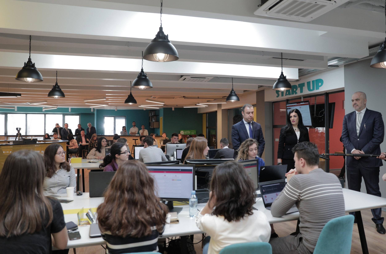 'TechSpace' hap dyert për të rinjtë dhe projektet TIK