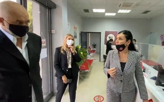 53 shërbimet e ISSH online në e-Albania, drejtoresha e AKSHI-t zbardh shifrat e aplikimeve: Shmangëm varavingot nëpër zyra